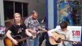 Sunny Sweeney - Mama's Opry