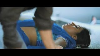 Actress Poorna Hot Navel Show in Slow Motion