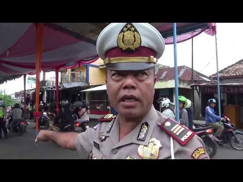 polisi bongkar paksa panggung hajatan yg menutup jalan raya