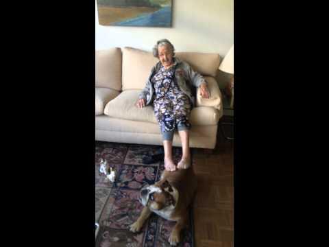 Vovó Lole com a cachorrinha