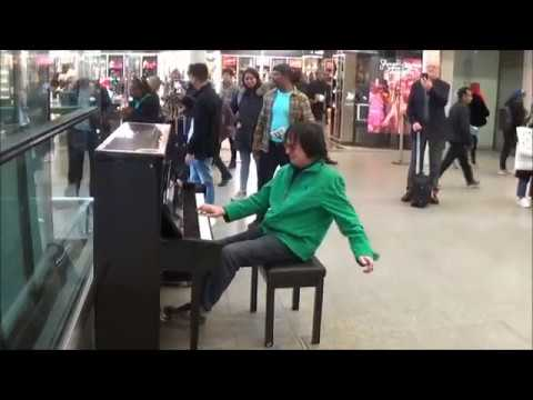 DUDE ROCKS OUT AMAZING GRACE TO AMAZED CROWD