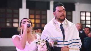 Noiva entra cantando Yeshua e Acontece algo sobrenatural - Débora Reis e Lucas Lamela