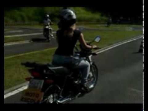 treinando na pista de exames de moto