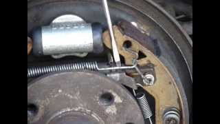Repairing Astra Brakes  Adjusting rear drum brakes