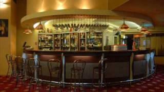 Puya Sus pe bar