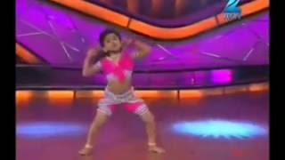 Cute Little Girl Dances to Chikini Chameli - She is way too good