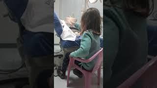 Anika duke pastruar dhëmbët e lepuroshit te Klinika Dentare Dent-In 😘
