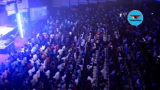 Ghanaians worship with Joe Mettle at Praiz Reloaded Concert