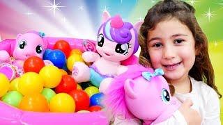 Oyuncak Ponyler Pinkie Pie ve Celestia