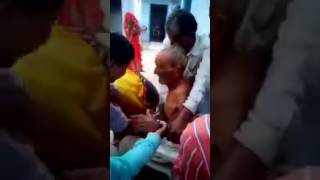 Viral !! Family Forcefully Bathing An Old Man in Winter with Cold Water in Jodhpur