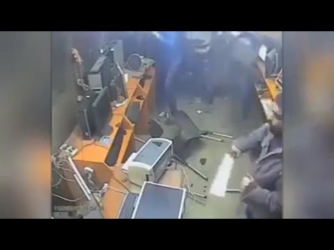 OMG psycho attacks cyber cafe with a cleaver real life horror movie 2017 horror massacre 2017