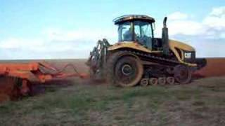 Trator de esteira 360 cavalos Challenger Gradeando - sementes bom futuro