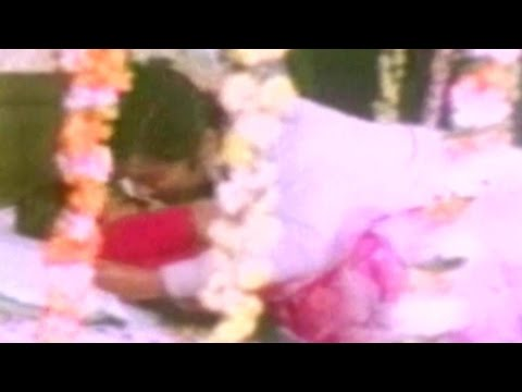 Xxx Mp4 Couple Enjoys Their First Night Anadi Khiladi Comedy Scene 16 16 3gp Sex