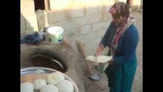 Turkey :: Using a tandoor in Çetinler, near Mardin