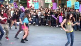Victorious Cast - All I Want Is Everything FLASH MOB (Universal City Walk)