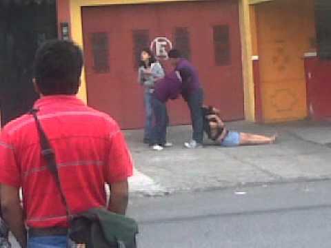 Pelea por un macho infiel en Guatemala