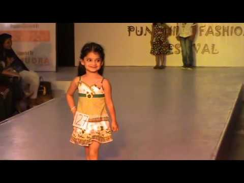 Xxx Mp4 WHAT A CONFIDENCE CUTE SWEET GIRL RAMP WALK AT KIDS FASHION SHOW IN PUNE Anshita Rajure 3gp Sex