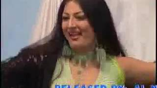 Hot Pakistani aunty exposing Boobs while dancing in mujra