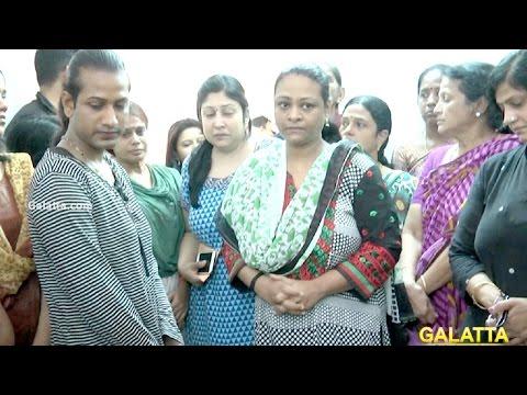 Xxx Mp4 Shakeela Pays Her Last Respects To Actress Jyothi Lakshmi 3gp Sex