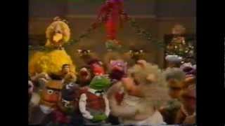 - A MUPPET FAMILY CHRISTMAS -