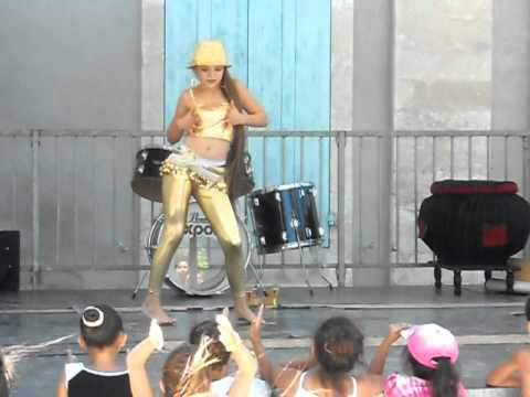 laura 13 ans danse shakira