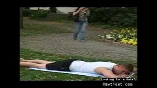 Woman accidentally tramples a man wearing sandals - Auf Manner treten