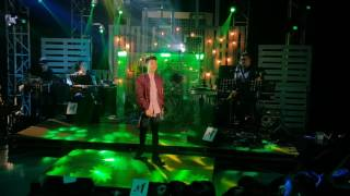 Darren Espanto sings