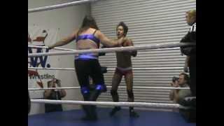 (2012-10-28) Asia Vue vs Andrea the Giant @ NAW (man vs woman).