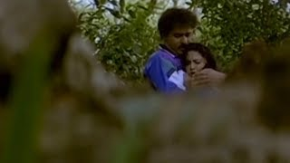 Yamuna Came Out From River Without Dress | Ravichandran | Chinna Kannada Movie Romantic Scene
