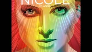 Nicole- 20 años
