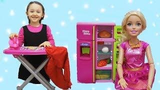 ÖYKÜNÜN YARDIMINA BARBİE KOŞUYOR Barbie doll at home Wheels On The Bus Music fun kids video