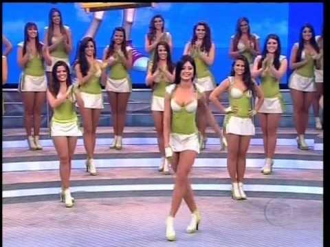 Faustão desafia Aline Riscado a erguer perna em 180 graus 10.06.2012.wmv