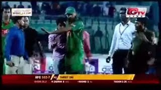 Mashrafee Hugged the exited fan of Mirpur Stadium 2016