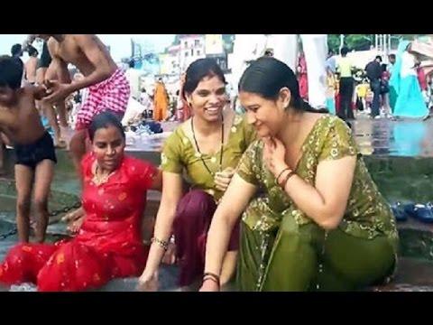 hot women Open bath in the river | खुले में महिलाओं का स्नान | open bath | watch video | india