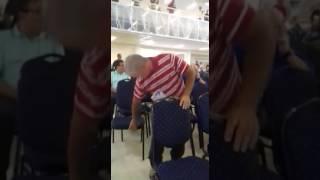 Homem dançando vanerão na Igreja