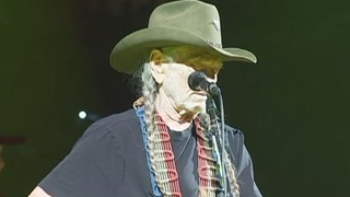 Willie Nelson returns to stage in San Antonio | 2/2017