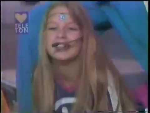 Dulce María en KIDS 1er Teleton 1997 .