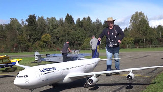 -*-New Video of-*- 2x Huge R/C Airliner MD-11 TAM and A-340 Lufthansa fly together