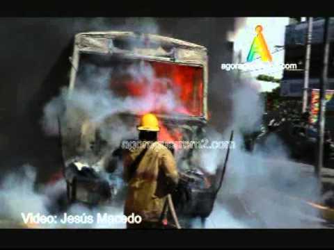 Urbanero Incendiado en Acapulco.mp4