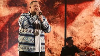 Rag'n'Bone Man Performs 'Human'