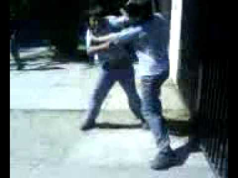 pelea de estudiantes en colegio manuel b.