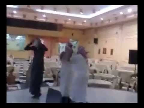 رقص شباب في قاعة الحريم هستره