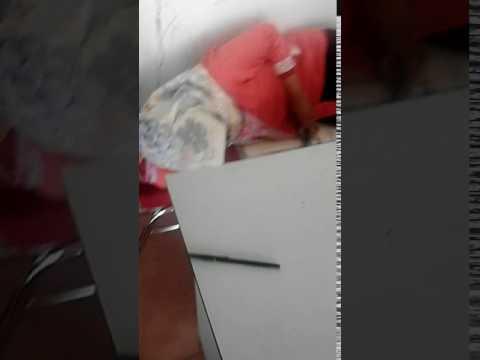 gadis kantoran tidur