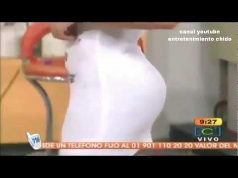 conductora colombiana culazo vestido blanco