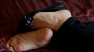 Dangling Sleepygirl Feet and Flats Shoeplay