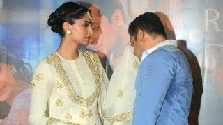 Salman Khan WIPES SWEAT With Sonam Kapoor's DUPATTA