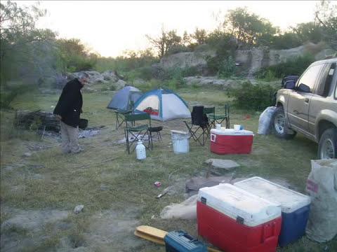 pescando con anzuelo y atarraya en N.L wmv