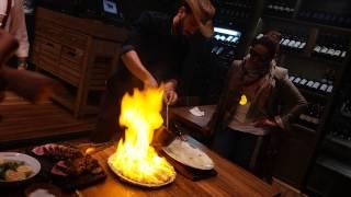 الفنانة احلام تشرف على شوي اللحم في مطعم تركي