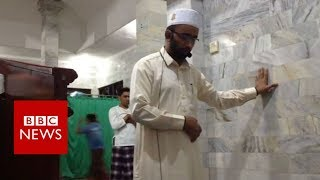 Indonesia earthquake: Imam prays on as tremor rocks Bali mosque - BBC News
