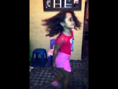 Criança dançando que Popó é esse